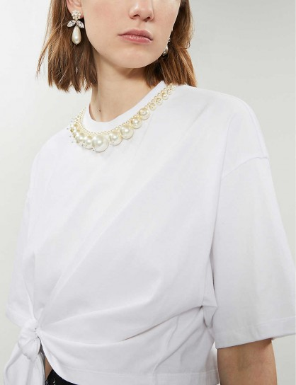 MIU MIU Faux-pearl-trim cotton-jersey T-shirt in Bianco / white embellished neckline tie-waist tee