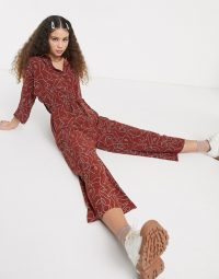 Monki Harriot face print wide leg jumpsuit in rust – abstract printed jumpsuits
