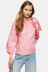 TOPSHOP Pink Poplin Pussybow – neck tie blouses
