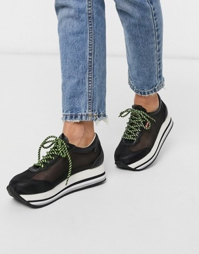 Levi's flatform mesh detail trainer in black – sheer trainers - flipped