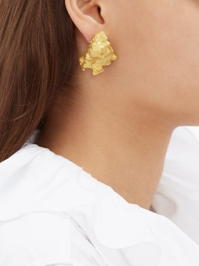 INGY STOCKHOLM Mismatched gold coloured painted-wood earrings