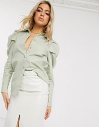 NA-KD puff sleeve blouse in green – oversized puffed sleeves