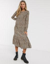 Pull&Bear smock midi dress in floral print | vintage look dresses