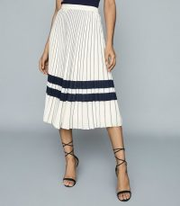 REISS ANNABELLE PLEATED MIDI SKIRT CREAM/NAVY / fresh pleats for spring 2020