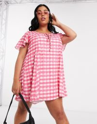 Another Reason Plus tie front smock dress in pink check – plus size summer fashion