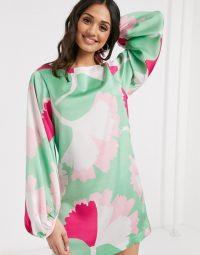 Liquorish mini shift dress with oversized dandelion print – retro prints