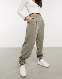 Pieces casual trousers with cuff detail in khaki – ankle tie pants
