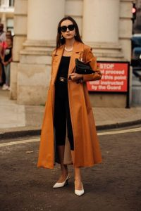 Caramel and black / chic outfits