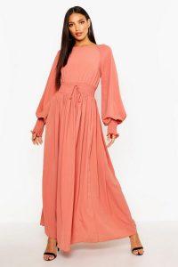 Shirred Waist and Cuff Woven Maxi Dress – 70s Fashion – boohoo