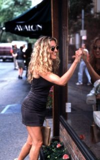 Carrie Bradshaw waves