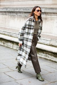 Chic in leather and large check print coat – stylish outfits