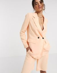Vero Moda tailored blazer in pale orange – spring and summer colours