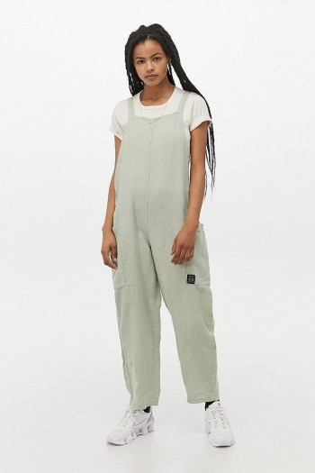 UO Albie Yasmin Linen Jumpsuit Green – casual weekend look