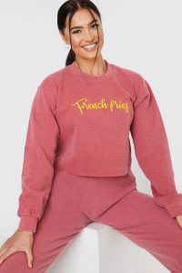 CHARLOTTE CROSBY WASHED RASPBERRY 'FRENCH FRIES' CROPPED SWEATSHIRT / slogan sweat tops