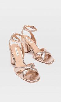 STRADIVARIUS Metallic high-heel sandals copper – shiny block heels