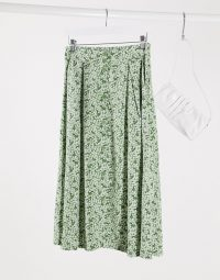 Monki Sigrid floral print midi skirt in green – summer skirts