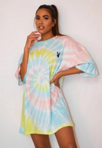 playboy x missguided pastel tie dye oversized t shirt dress / multicoloured dresses