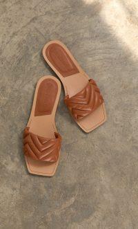 STRADIVARIUS Quilted flat sandals