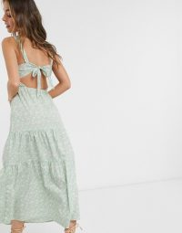 Vero Moda Petite tiered floral maxi dress with tie back detail in green daisy print – green summer dresses