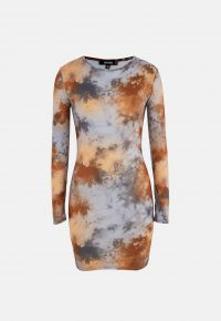 NISSGUIDED brown tie dye crew neck mini dress – long sleeve bodycon