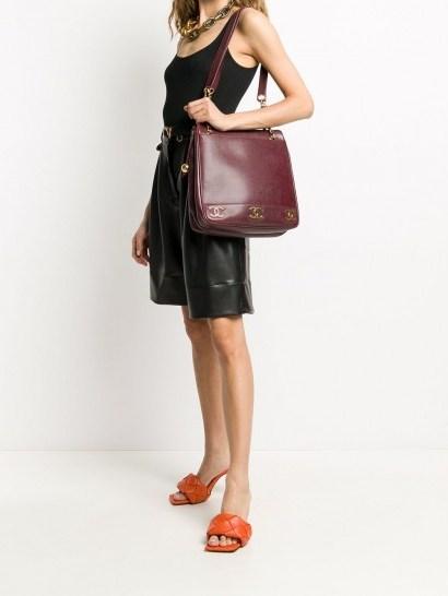 1990s Chanel shoulder bag - flipped