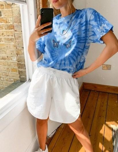 Daisy Street oversized t-shirt in tie dye with dream butterflies print blue / butterflies - flipped