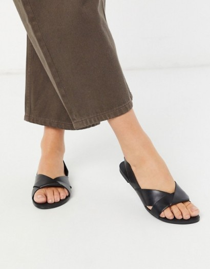 Vagabond Tia leather flat sandal in black – flat slingbacks