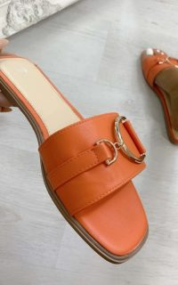 ikrush Ashleigh Gold Detail Sliders in Orange – summer slides