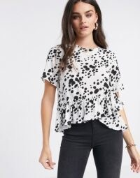 ASOS DESIGN woven t-shirt with ruffle hem in mono print / short sleeve monochrome tops