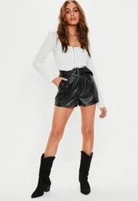 Missguided – black faux leather belt detail shorts