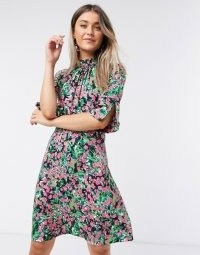 Closet high neck short mini dress in bright ditsy floral / split sleeve dresses