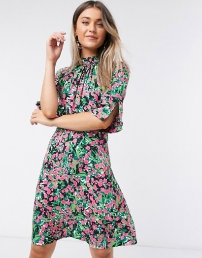 Closet high neck short mini dress in bright ditsy floral / split sleeve dresses