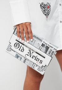 Manière De Voir NEWSPAPER PRINT CLUTCH WHITE | printed evening bags