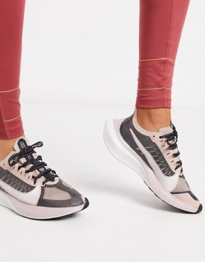 Nike Running Zoom Gravity in black and rose gold – Asos - flipped