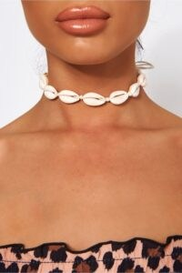 THE FASHION BIBLE WHITE SEA SHELL CHOKER NECKLACE / chokers / shells / jewellery