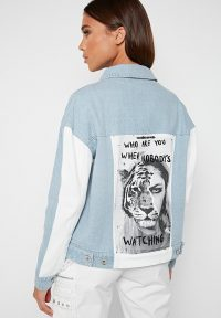 Manière De Voir WHO ARE YOU? DENIM JACKET LIGHT BLUE | slogan prints | graphic print jackets