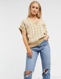 ASOS DESIGN V neck vest in dogtooth pattern in camel / knitted tops / large check patterns / knitwear / short dolman sleeve jumper