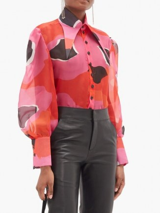 ELZINGA Exaggerated point-collar print silk-organza shirt in pink – oversized point collar shirts – 70s style pointed collars – hot colours - flipped