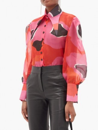 ELZINGA Exaggerated point-collar print silk-organza shirt in pink – oversized point collar shirts – 70s style pointed collars – hot colours