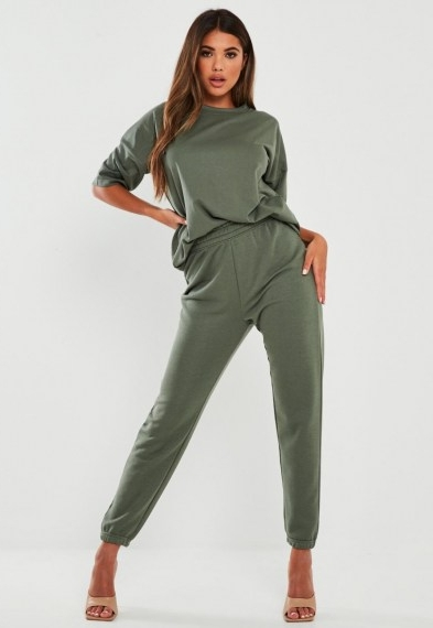 Missguided green t shirt and joggers co ord set – jogger and tee co-ords – loungewear sets