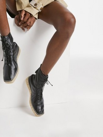 FRAME Le Boston Espadrille Noir | black leather jute sole boots - flipped