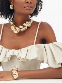 JACQUEMUS Shell chain necklace ~ chunky choker necklaces ~ shells ~ glamorous sea inspired jewellery ~ glamour