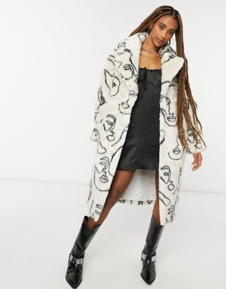 Jakke katie longline faux fur coat in abstract face print - flipped
