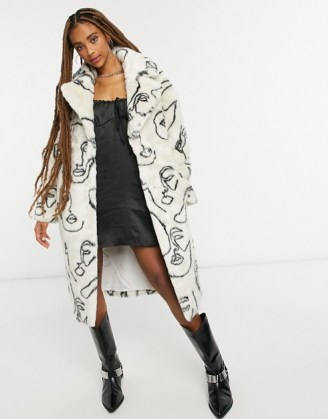 Jakke katie longline faux fur coat in abstract face print