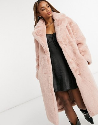 Jakke longline faux fur coat in pink recycled polyester with belt / luxe style winter coats