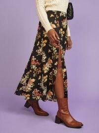 REFORMATION Zoe Skirt Summer Soiree / fruits and florals / fruit print split midi skirts