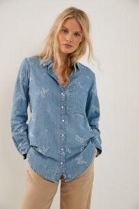 Pilcro Allyson Embroidered Chambray Shirt / blue floral lightweight denim shirts