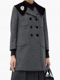 GUCCI Floral-pin double-breasted wool coat / grey coats / jewellery attached clothing