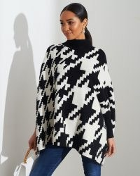 FOREVER UNIQUE Black And White Houndstooth Poncho / monochrome ponchos