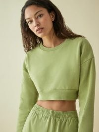 REFORMATION Hunter Crop Sweatshirt Avocado – green cropped sweatshirts